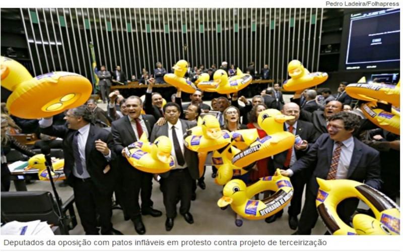 Reforma: Câmara aprova projeto de 1998 que libera terceirização ampla de serviços