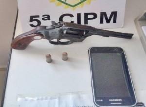 Policiais militares de Cianorte prendem 02 foragidos e apreendem uma arma de fogo