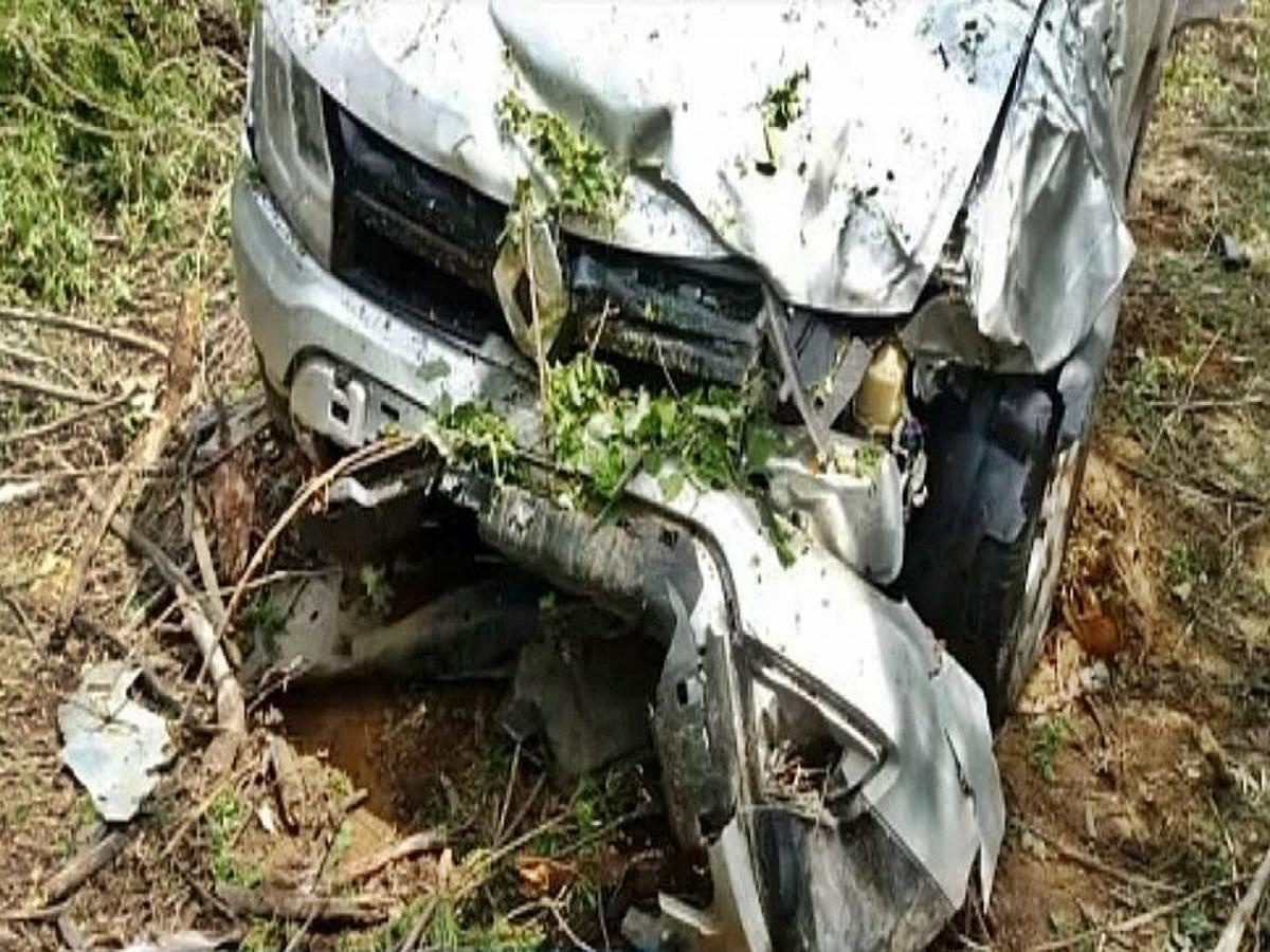"""Vídeo; Carro-forte joga carro de passeio para fora da pista após """"pegadinha"""""""