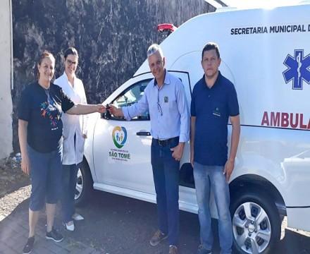 Administração de São Tomé entrega nova ambulância para uso da população