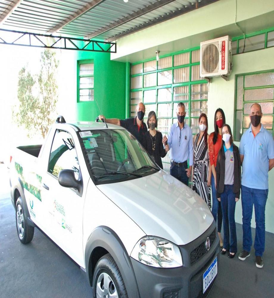 Prefeito de São Tomé entrega veiculo que será usado no programa segurança alimentar