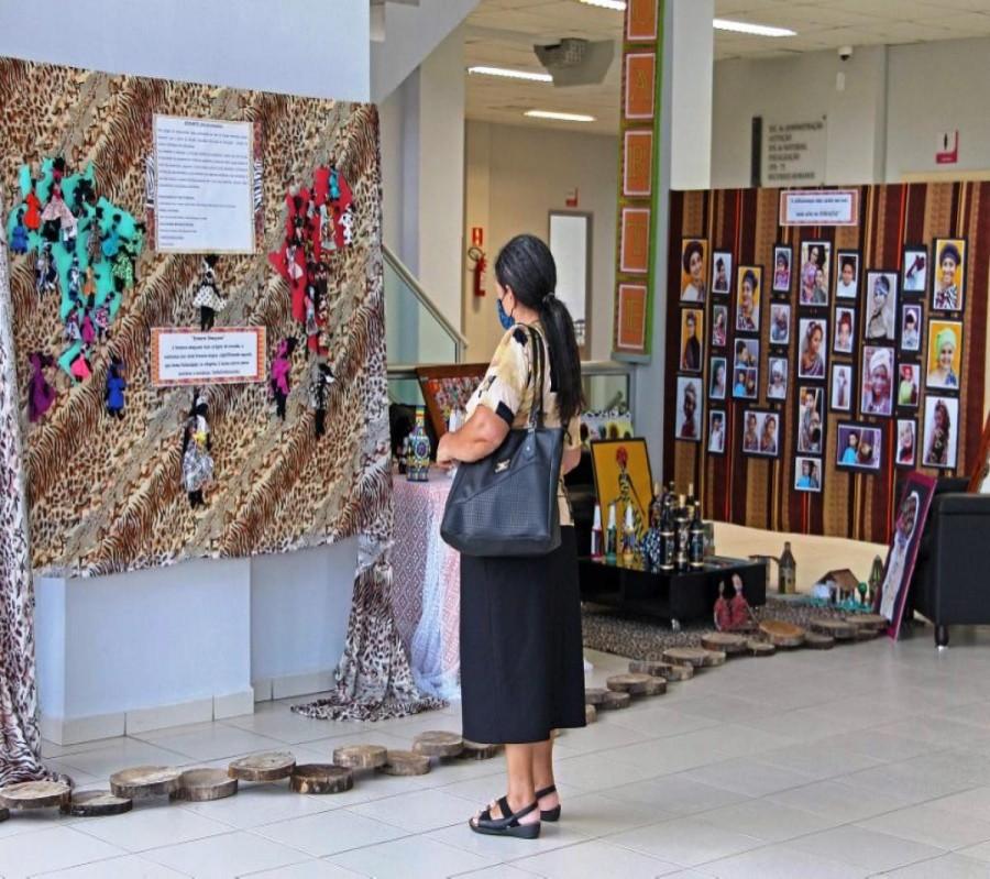 Prefeitura de Cianorte recebe exposição alusiva ao Dia da Consciência Negra