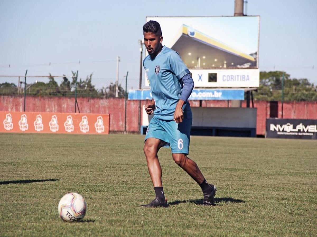 Rael, ex-Corinthians, é o novo reforço da lateral esquerda no Leão do Vale