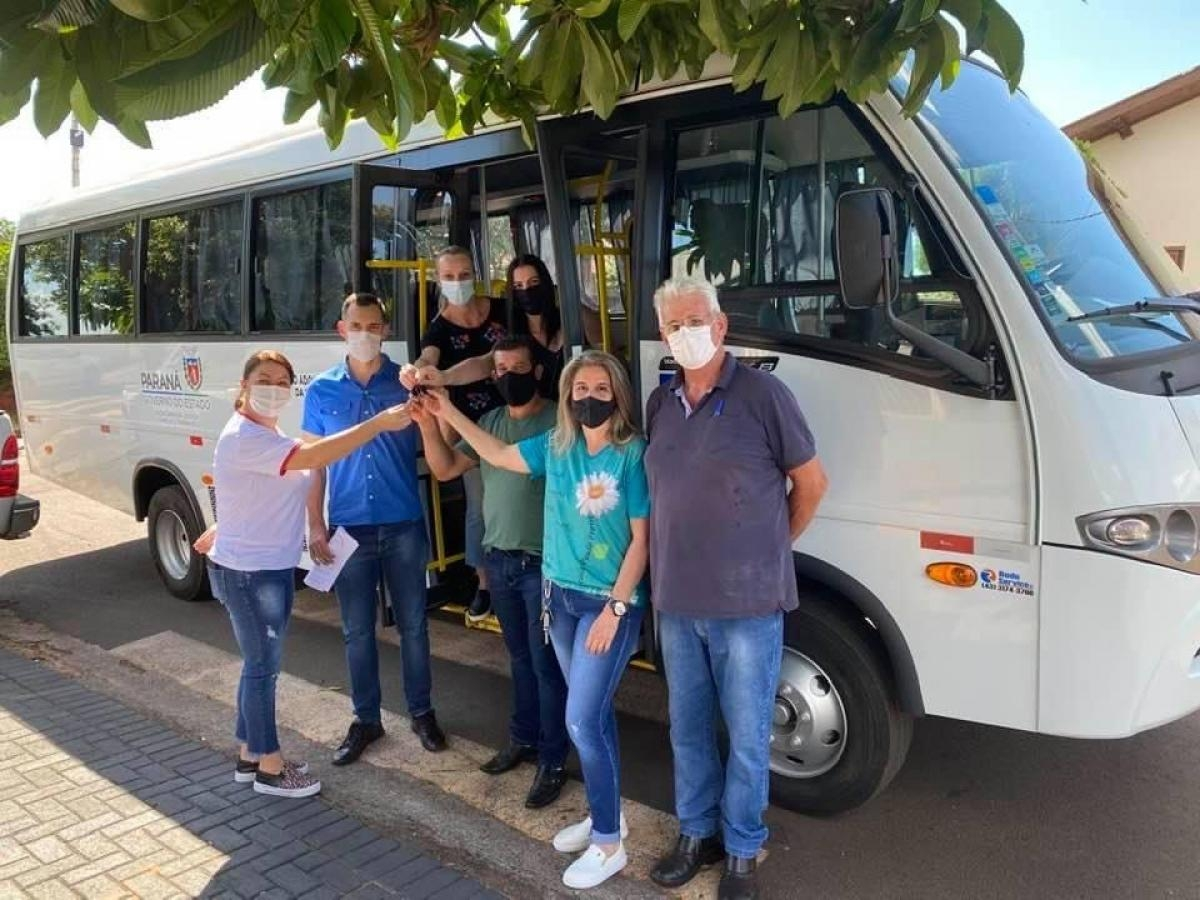 Município de Japurá entrega ônibus à APAE