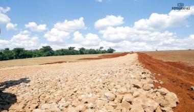 Japurá intensifica cascalhamento de estradas rurais