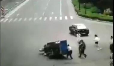 Vídeo; Estranho Acidente com um TukTuk