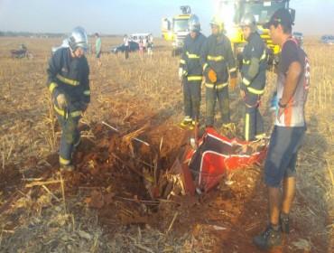 Avião cai de bico e mata piloto durante apresentações em Maringá