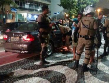 Vídeo mostra saída de pré-carnaval de Camboriú onde teve briga e carros amassados
