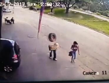 Video mostra homem sendo nocauteado por pneu perdido